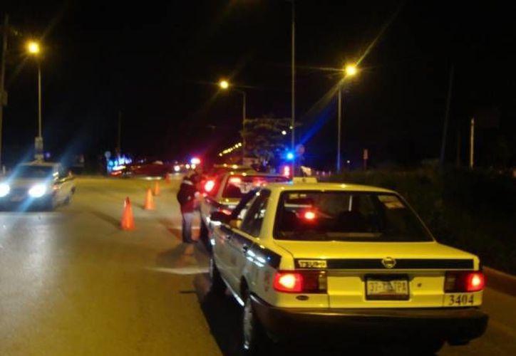 """Los taxistas fueron sorprendidos conduciendo sus unidades en estado de ebriedad, fueron enviados a """"El Torito"""". (Redacción/SIPSE)"""