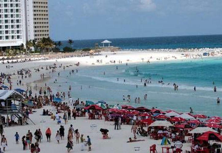 Según la Sectur, Cancún y la Riviera Maya son dos de los tres destinos mexicanos que reciben más turismo extranjero. (Foto de contexto/Internet)