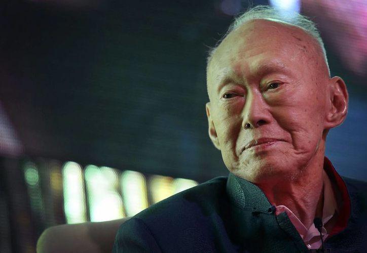 Foto de archivo del primer ministro de Singapur, Lee Kuan Yew, hoy grave, durante un foro en marzo de 2013. (Foto: AP)