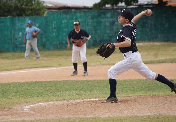 El venezolano, radicado en Cancún, fue impulsado por su tío Pedro Castellanos, referente en la Liga Mexicana de Béisbol.(Foto: Ángel Villegas/SIPSE)