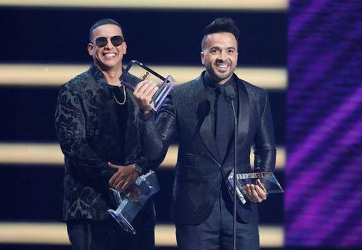 """Yankee y Fonsi ganaron Mejor Canción Digital por """"Despacito"""". (milenio.com)"""