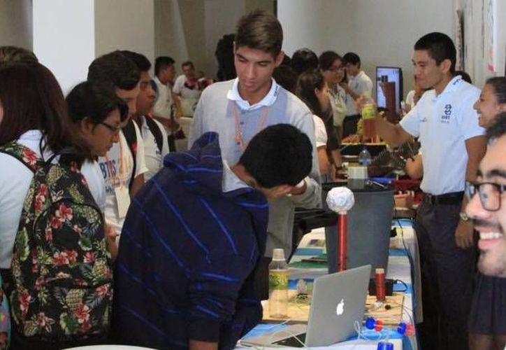 La formación académica de los jóvenes se debe actualizar al mercado actual.  (Archivo)