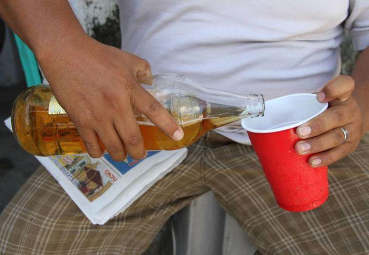 Un análisis destaca que durante las fiestas de fin de año el consumo de bebidas embriagantes crece en el país 30 por ciento. (Tomás Álvarez/SIPSE)