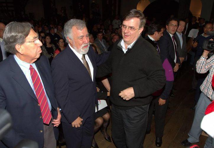El exjefe de gobierno capitalino Marcelo Ebrard (d), quien hace poco renunció al PRD, es ahora candidato del Movimiento Ciudadano. (Foto de archivo de Notimex)