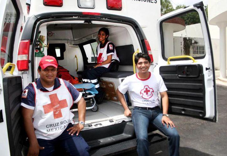 La Cruz Roja necesita renovar su equipo médico en el Centro Anticanceroso. Imagen de un grupo de socorristas de la benemérita institución. (Milenio Novedades)
