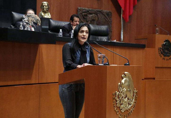 Desde que inició la actual legislatura en septiembre de 2012, la senadora del PRD, Iris Vianey Mendoza, tiene registradas quince ausencias, doce de ellas por Comisión Oficial. (prd.senado.gob.mx)