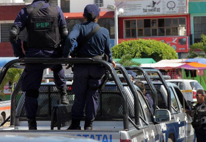 Patrullas de la policía estatal acosan a Cobos Totosado en su negocio, ubicado en la misma calle que los presuntos agresores. (Archivo/SIPSE)