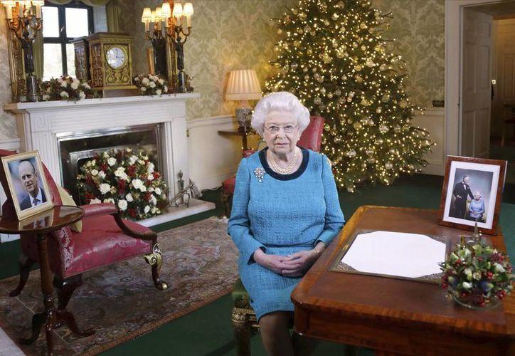 La reina Isabel II no ha sido vista en público desde que se conoció que padecía un fuerte resfriado. (Archivo AP/Yui Mok)