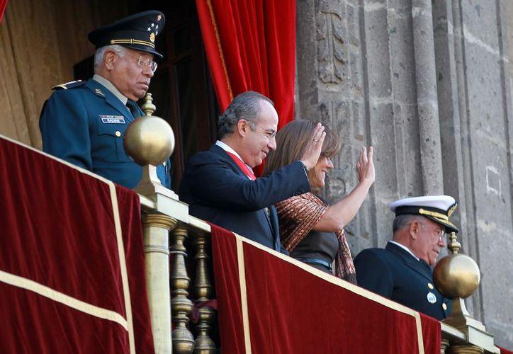 Calderón estuvo acompañado de su esposa y mandos de su gabinete. (Notimex)