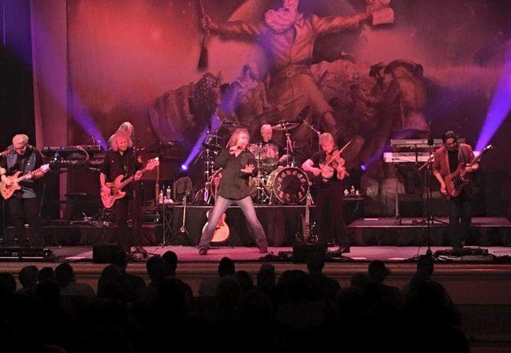 La empresa organizadora del concierto informó que en los próximos días comenzará el reembolso de los boletos.(Foto tomada de Facebook/Kansas)