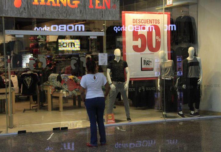 Las tiendas ofrecieron diferentes porcentajes de descuento. (Tomás Álvarez/SIPSE)