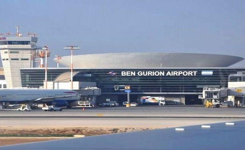 Una niña fue olvidada por su familia en el aeropuerto Ben Gurion en Tel Aviv, Israel. Afortunadamente, regresó a París, donde se encontró con sus despistados padres. (Archivo/AP)