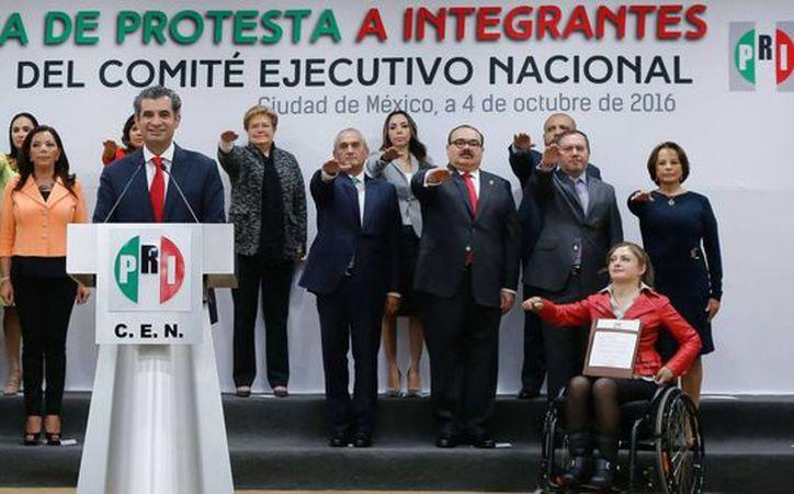 'El nuevo CEN del PRI quedó integrado por ocho mujeres y siete hombres con el que buscarán transitar exitosamente por la ruta la competencia política', aseguró Ochoa Reza. (Facebook de Enrique Ochoa Reza)