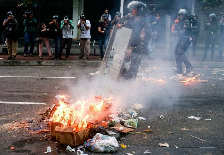 Venezuela protestó, mediante una nota diplomática, contra Estados Unidos, país que lo declaró 'amenaza' a la nación sudamericana. La imagen es de archivo, y corresponde a una protesta de 2014. (Archivo/NTX)
