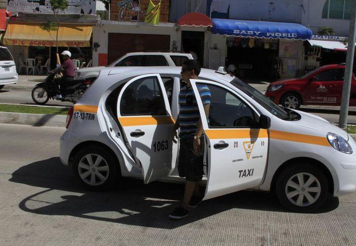 El Sindicato de Taxistas de Chetumal asegura que aplica sanciones a sus socios que sean denunciados por malos tratos. (Enrique Mena/SIPSE)