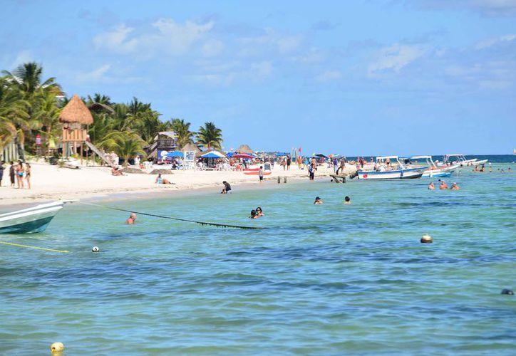 Las playas de Puerto Morelos están libres de sargazo. (Karim Moisés/SIPSE)