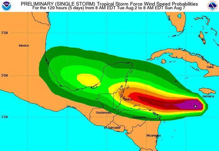 El mapa muestra la posible trayectoria y zona de afectación de la recién formada tormenta tropical 'Earl', en el mar Caribe. (NOAA)