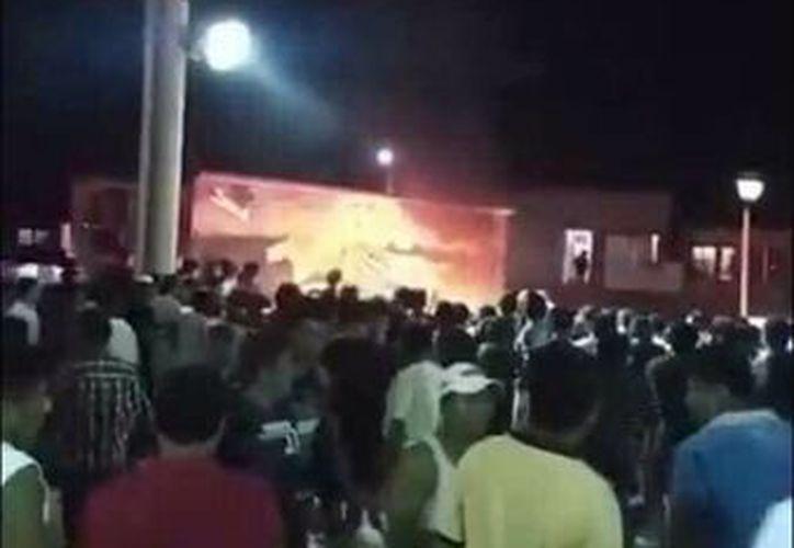 La víctima de la ejecución tumultuaria, junto con dos cómplices, quiso asaltar a una persona que viajaba en su motocicleta. (Facebook: Respuesta MX)