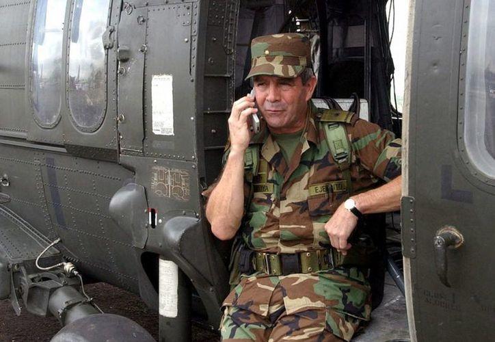 """En la imagen, el excomandante del Ejército de Colombia, general retirado Mario Montoya, a quien se atribuye la creación del """"Ejército del Norte"""" (2006-2008). (EFE/Archivo)"""