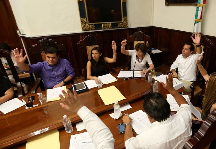 Regidores y el Alcalde de Mérida durante la última sesión de Cabildo correspondiente a este año. (Cortesía)