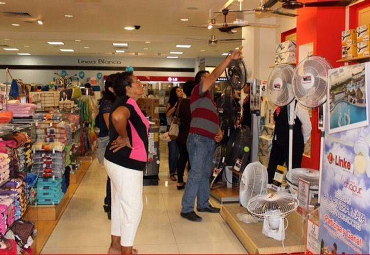 Cada vez son más los comercios que se unen a la rifa que se organiza para motivar que más personas visiten el Centro de Mérida. La imagen es de uno de los comercios participantes en el Ven al Centro y Gana. (Cortesía de Canaco Mérida)