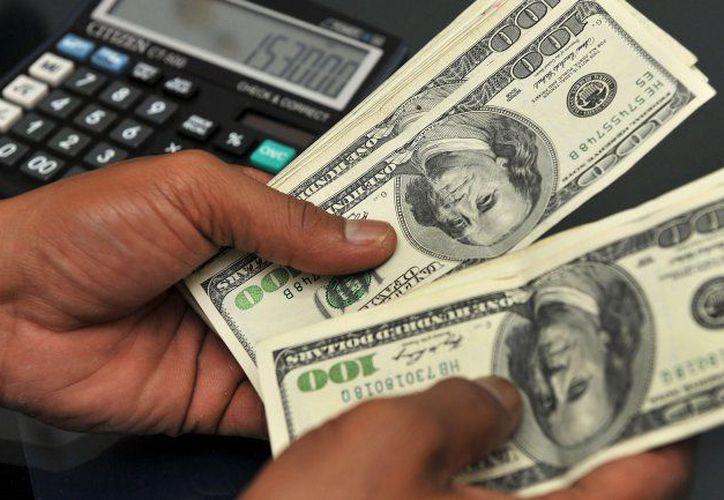 En el mercado cambiario, el peso cerró la sesión con una apreciación de 0.71%.