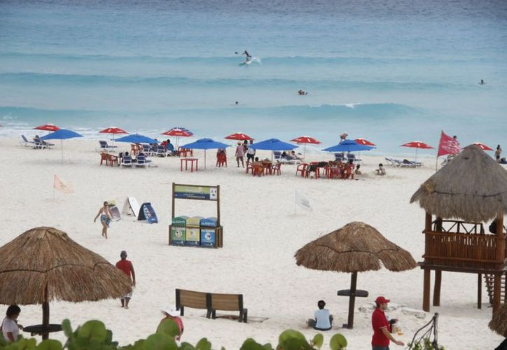 Las familias pasaron el fin de semana largo en las playas y El Mirador. (Israel Leal/SIPSE)