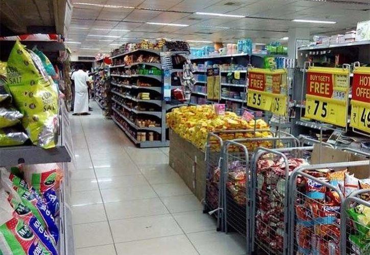 Los comercios de la frontera México-EU comienzan a resentir la falta de clientes mexicanos. (Milenio)