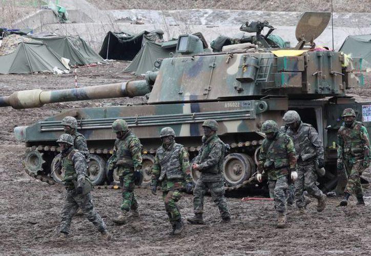 Marines surcoreanos se preparan con duros ejercicios ante el posible ataque de su vecino. (Agencias)