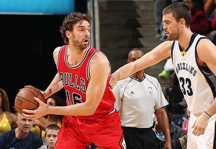 Los españoles Pau y Marc Gasol fueron los primeros hermanos elegidos como jugadores titulares en el Partido de las Estrellas de la NBA. (AP)