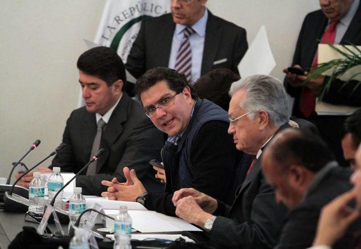 El senador del PRD Armando Ríos Piter demandó la comparecencia de los titulares de la SEP y la Segob para explicar por qué fue suspendida la evaluación a los docentes. (Archivo/Notimex)