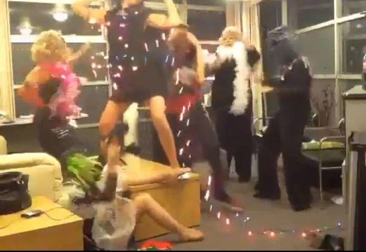 Asegura Pinal que el baile fue espontáneo y duda que lo repitan en escena. (Archivo Notimex)