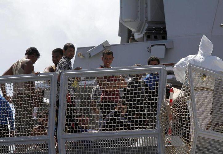 La mayoría de los náufragos supervivientes fueron llevados a Grecia en helicópteros. (EFE)