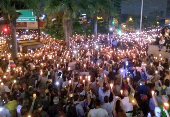 Con este deceso se elevó a 59 el número de muertes en casi ocho semanas protestas contra Maduro. (TeleSur).