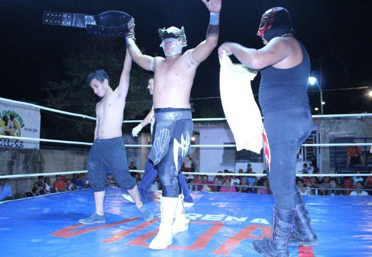Hades retuvo su campeonato peninsular, en una lucha en la que no convenció a su público. (Miguel Maldonado/SIPSE)