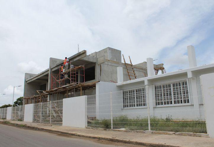 Las obras  son prácticamente de mantenimiento, impermeabilización, limpiar, reparar baños, etc. (Joel Zamora/SIPSE)