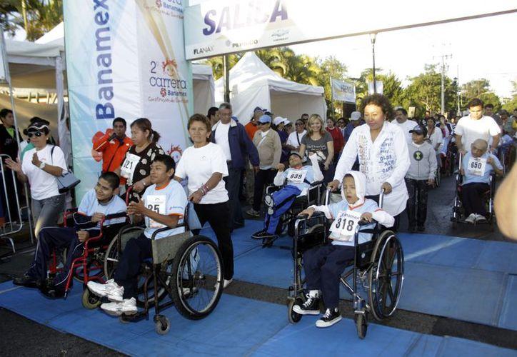 Carrera en silla de ruedas; 10 kilómetros. (Christian Ayala/SIPSE)