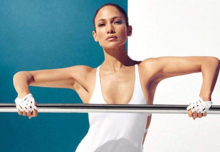 Jennifer Lopez posó para la edición de enero de la revista Self. Asegura que a sus 45 años está en su mejor momento.(inquisitr.com)