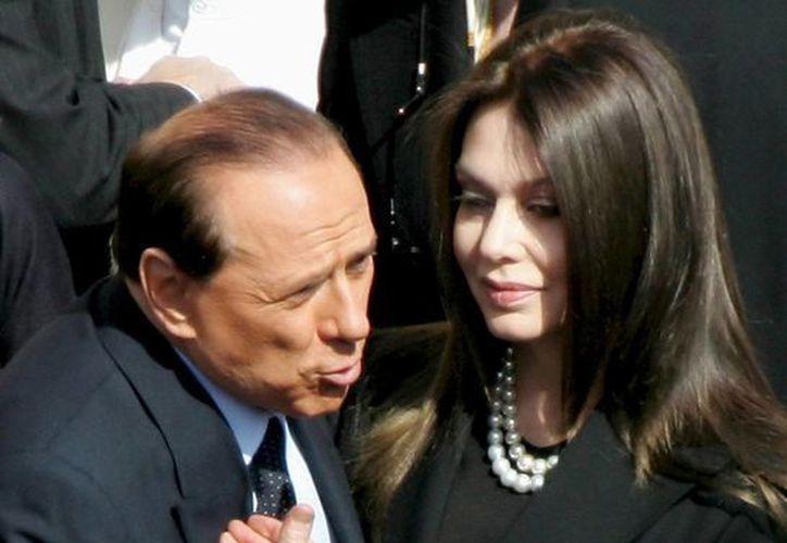 Silvio Berlusconi se casó en 1990 en segundas nupcias con Veronica Lario, con quien tuvo tres hijos. (Archivo/EFE)