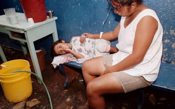 Autoridades de Salud exhortan a la población a mantener limpias sus manos a la hora de comer y lavar bien y refrigerar alimentos. (EFE/Foto de archivo)