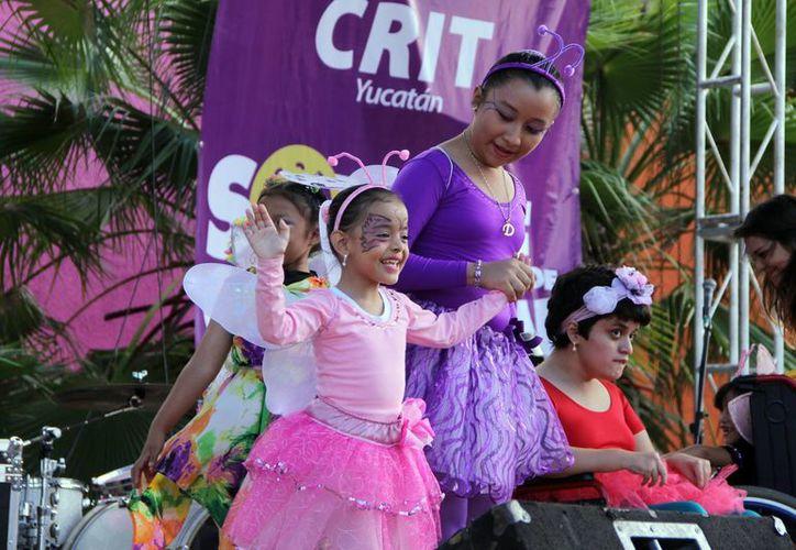 Personas de todas las edades contribuyeron a ayudar a niños del Teletón Yucatán, que esta vez se tituló 'Sonríe de Corazón'. (José Acosta/Milenio Novedades)
