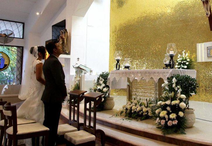 Algunas parejas eligieron el día para pactar su amor en matrimonio. (Francisco Gálvez/SIPSE)