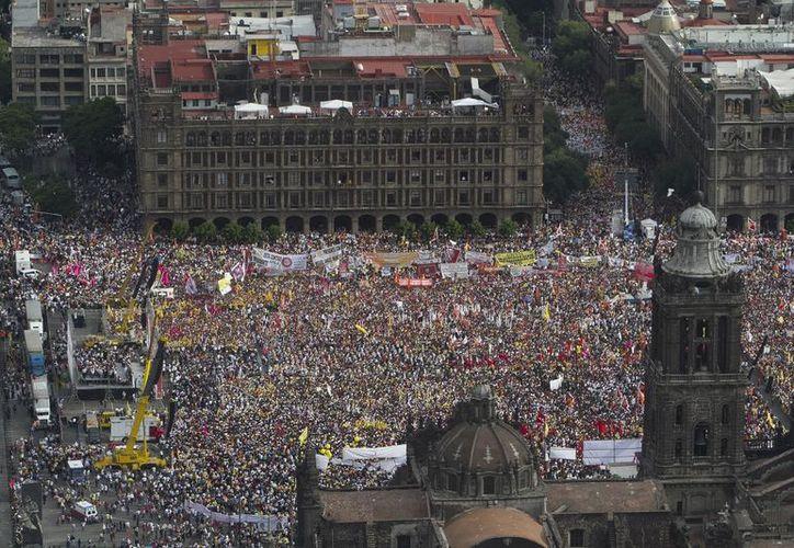 Cierre de campaña de AMLO en 2012, zócalo capitalino (Foto: Emeequis)