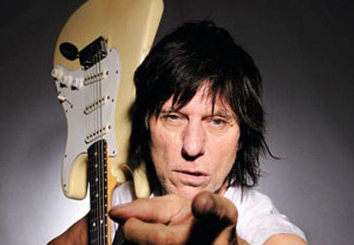 La gran oportunidad de Jeff llegó cuando Eric Clapton abandonó The Yarbirds en 1965. (sitioco.com)