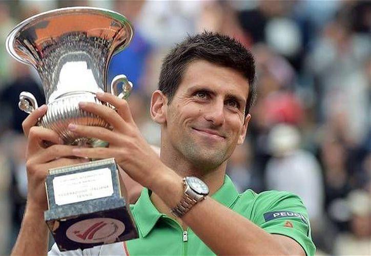 Novak Djokovic eliminó al  al español Nicolás Almagro en el Abierto de Italia. (Fotografía: AP)