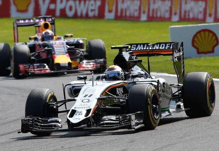 Sergio 'Checo' Pérez tuvo una buena carrera en el Gran Premio de Bélgica, pero no logró mantener el segundo lugar que alcanzó, y acabó quinto. (AP)