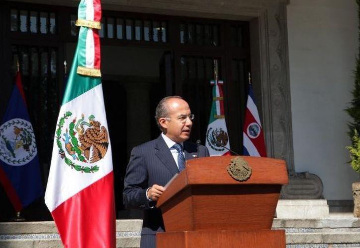 Calderón Hinojosa le pidió esperar al término del acto para atenderla personalmente. (Notimex)