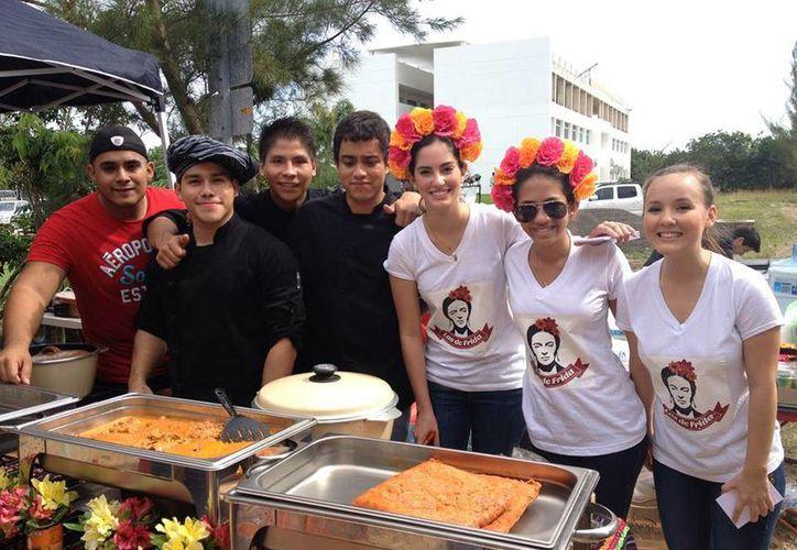 Alumnos de la Facultad de Negocios y de la Escuela de Gastronomía organizaron la sexta Feria del Taco. (Cortesía/Universidad Anáhuac Cancún)