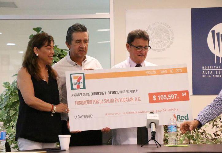 Gracias a los redondeos hechos por la ciudadanía de abril a junio de este año, la Fundación por la Salud en Yucatán A.C. (Funsayuc) recibirá en días próximos un donativo superior a cien mil pesos, para ayudar a pacientes con cáncer. (José Acosta/Milenio Novedades)