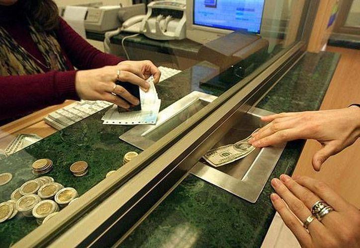 En Mérida el billete verde se compró a 13.30 y se vendió en 13.50 pesos. (Archivo/AP)